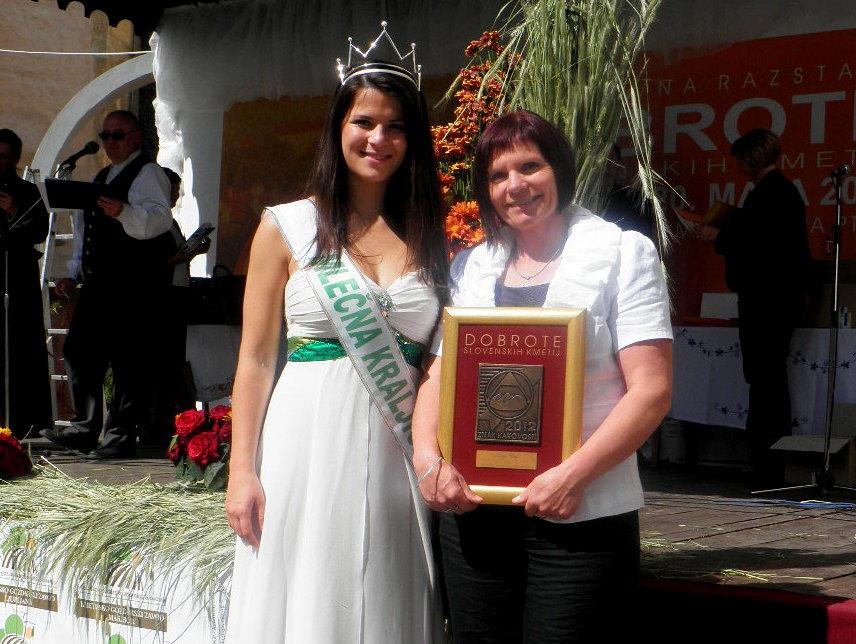 Mija Cof z Evo Keržič, Mlečno kraljico leta 2012.